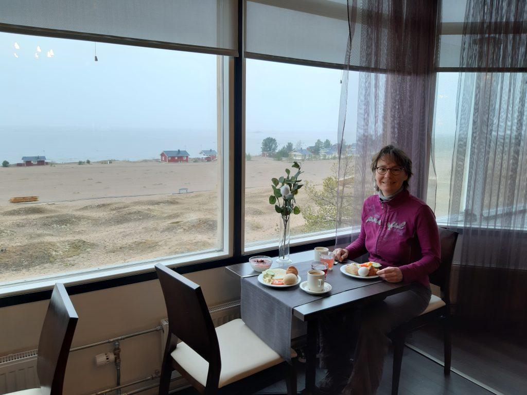 Frühstück im Hotel, 12. Mai - Regenpause