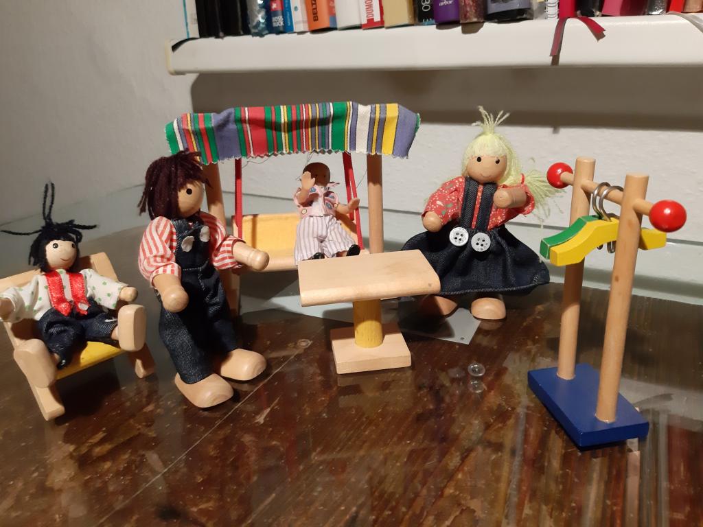Spiel mit dem inneren Kind Puppenstubenterasse