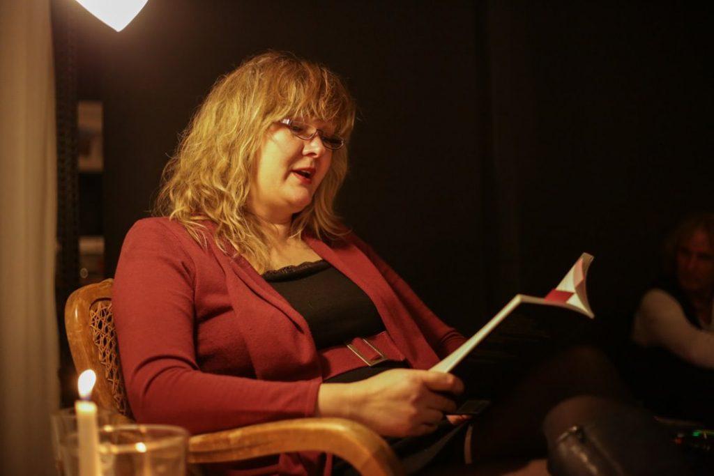 Lucia Schwarz, Autorin Liebe ohne Vorurteil, Probe für die erste Autorenlesung,
